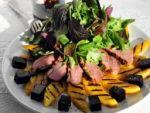 Теплый салат с уткой, манго и шпинатом готовила Олена