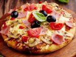 Снова Марио с рецептом пиццы с колбасой и сыром
