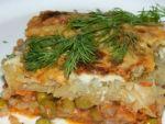Картошка с фаршем и зеленым горошком в духовке