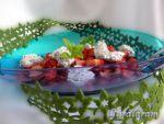 Салат «Снежки с ягодами»