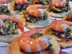 Оладьи с пастой из авокадо и креветками от Манюши