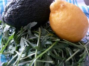 Салат из авокадо - Авокадо, лимон, руккола