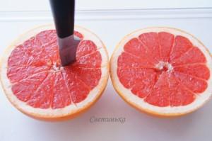 разрезать грейпфрут пополам