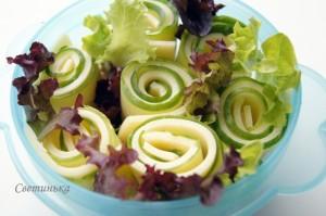 выложить салат к шашлыку