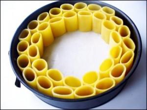 выставить макароны по кругу