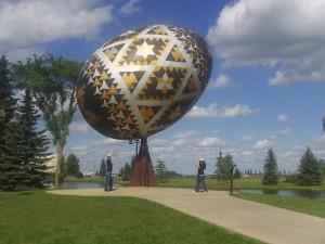 памятник писанке г. Вегревиль, Канада