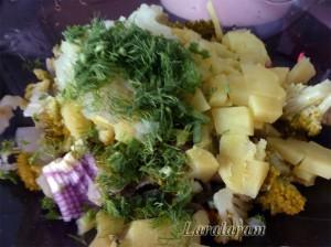 """Салат """"Куча мала"""". Овощи для салата в салатнице"""