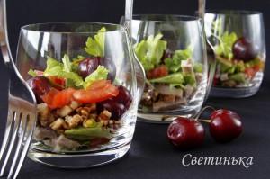 разложить салат по бокалам