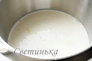 для приготовления мороженого смешать сгущенку со сливками