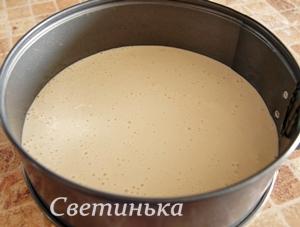 бисквитное тесто вылить в форму