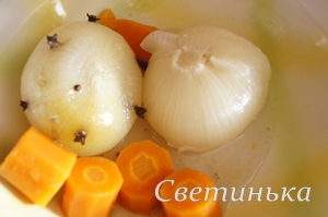 убрать из бульона лук и морковь
