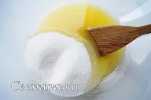 соединить масло с сахаром для печенье