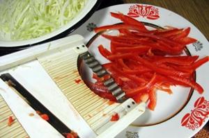 нашинковать перец для салата