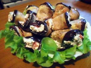 Рулетики из баклажан с фетой и помидорами от Манюши. Готовое блюдо