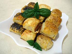 Закуска из слоенного теста-саладитос