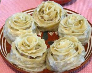 Манты в виде розы