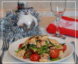 Готовый салат с куриным мясом и фасолью