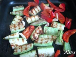 обжарить овощи на гриле