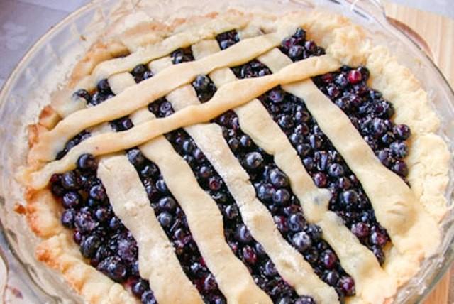 Открытый пирог с черникой рецепт