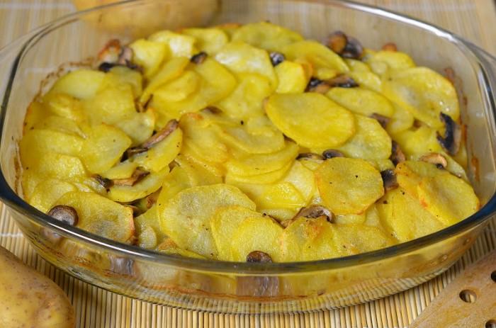 Картошка с грибами в духовке со сметаной рецепт с пошагово