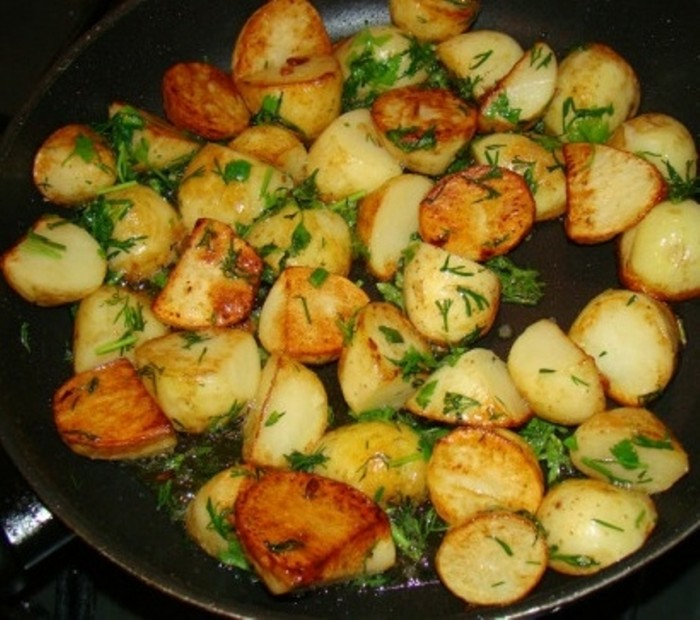 Как вкусно пожарить картошку на сковороде рецепт видео